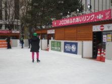 スケートリンクで滑るお客様の画像2